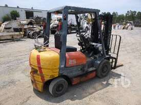 TOYOTA 426FG25 Forklift - picture3' - Click to enlarge