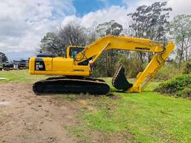 Komatsu PC210 Tracked-Excav Excavator - picture1' - Click to enlarge
