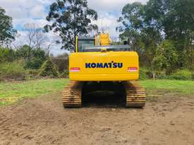 Komatsu PC210 Tracked-Excav Excavator - picture2' - Click to enlarge