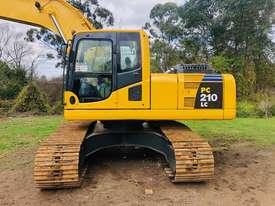 Komatsu PC210 Tracked-Excav Excavator - picture4' - Click to enlarge