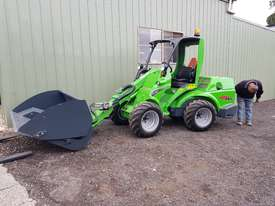 Avant 745 Articulated Loader W/ Hi-tip Bucket - picture5' - Click to enlarge