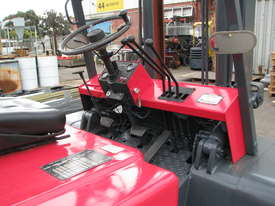 Nissan F03 LPG Forklift - 5m High 4 Ton 4000kg Capacity - picture4' - Click to enlarge
