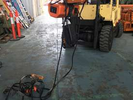 Hitachi Electric Chain Hoist 1 Ton x 6meters 3 Phase 415 Volt Electric Shop Crane - picture4' - Click to enlarge