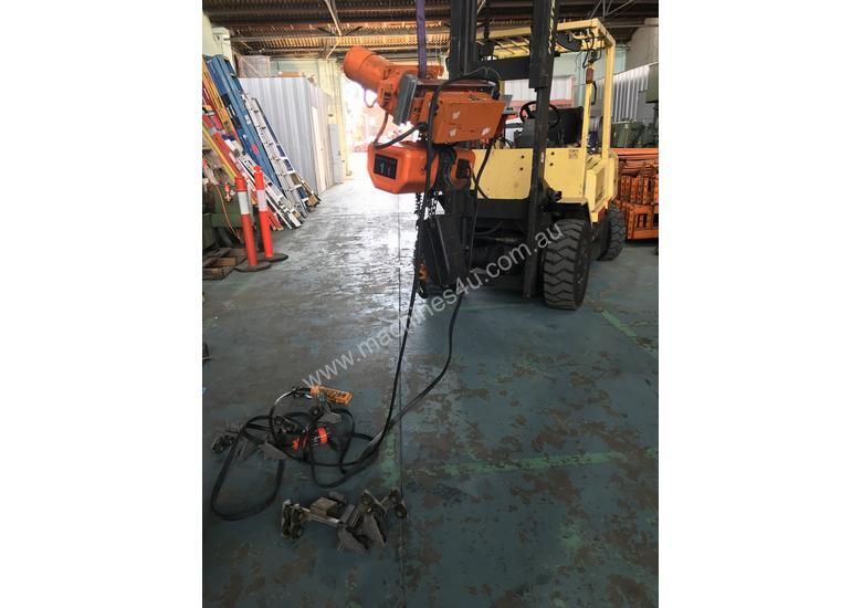 Hitachi Electric Chain Hoist 1 Ton x 6meters 3 Phase 415 Volt Electric Shop Crane