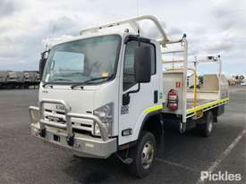 2015 Isuzu NPS300 - picture3' - Click to enlarge