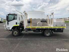 2015 Isuzu NPS300 - picture4' - Click to enlarge