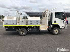 2015 Isuzu NPS300 - picture8' - Click to enlarge