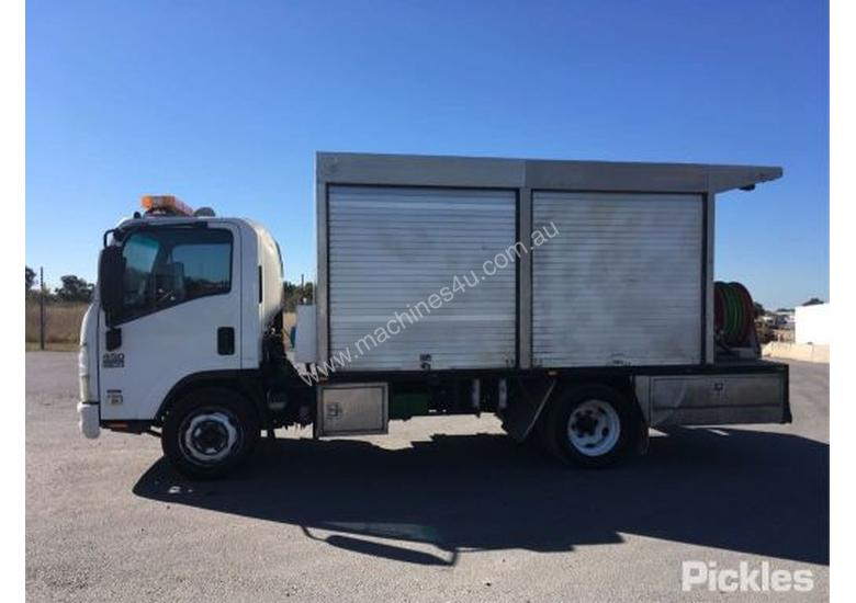 2012 Isuzu NQR450 Medium