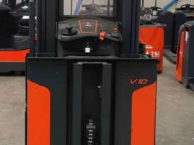 Used Forklift:  V10 Genuine Preowned Linde 1t - picture1' - Click to enlarge