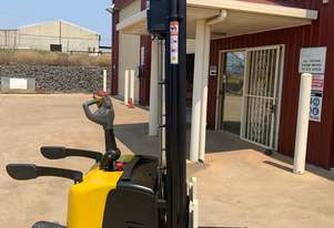 Yale MS15XUX Electric Rider Stacker