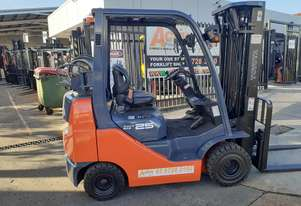Toyota compact forklift 2.5 Ton narrow aisle Container mast Late Model New solid tyres EOFY Special