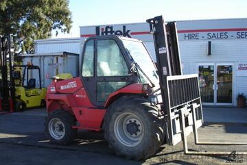 Manitou  M30-4 GET THOSE GRAPE BINS OUT OF THE PA