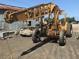 CHAMBERLAIN TRACTOR CRANE - picture0' - Click to enlarge