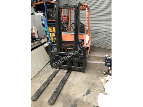 Toyota Forklift FG25 2.5 Ton, Container Mast, LPG