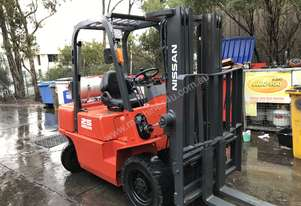 Nissan Forklift 2.5 Ton 4.3m Lift Container Mast