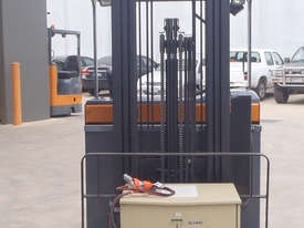 Toyota Sit On Reach Truck - picture2' - Click to enlarge