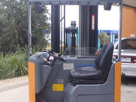 Toyota Sit On Reach Truck - picture3' - Click to enlarge