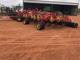 Bourgault 5710 Air Seeder Seeding/Planting Equip - picture1' - Click to enlarge