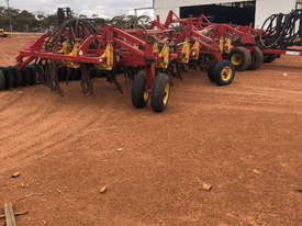 Bourgault 5710 Air Seeder Seeding/Planting Equip - picture2' - Click to enlarge