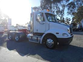 Freightliner Columbia CL112 Primemover Truck - picture0' - Click to enlarge