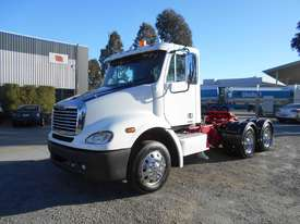 Freightliner Columbia CL112 Primemover Truck - picture10' - Click to enlarge