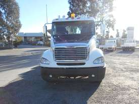 Freightliner Columbia CL112 Primemover Truck - picture15' - Click to enlarge