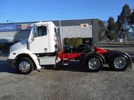 Freightliner Columbia CL112 Primemover Truck - picture16' - Click to enlarge