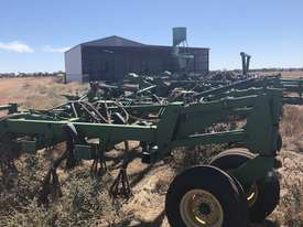 John Deere 1820 Air Seeder Complete Single Brand Seeding/Planting Equip - picture0' - Click to enlarge