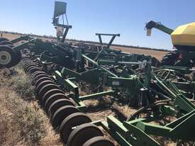 John Deere 1820 Air Seeder Complete Single Brand Seeding/Planting Equip - picture1' - Click to enlarge