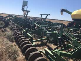 John Deere  Air Seeder Complete Single Brand Seeding/Planting Equip - picture1' - Click to enlarge