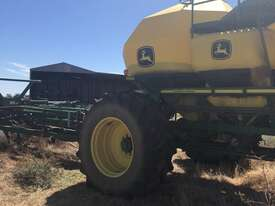 John Deere  Air Seeder Complete Single Brand Seeding/Planting Equip - picture3' - Click to enlarge