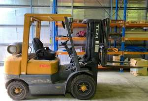 Dual fuel 2.5 ton forklift with container 3 stage mast and sideshift