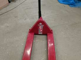 Hytsu 2500kg hand pallet trolley - picture0' - Click to enlarge