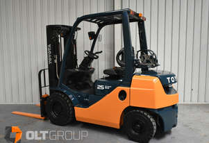 Toyota 8FG25 2.5 Tonne 4300mm Lift Height 3 Stage Container Mast Forklift