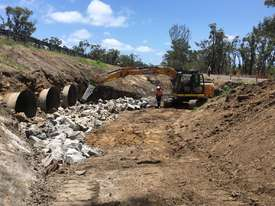 EE HYDRAULIC ROCK BREAKERS -  - picture16' - Click to enlarge