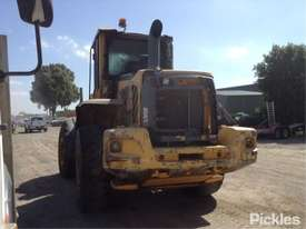 2010 Volvo L90F - picture4' - Click to enlarge