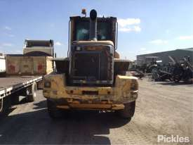 2010 Volvo L90F - picture5' - Click to enlarge