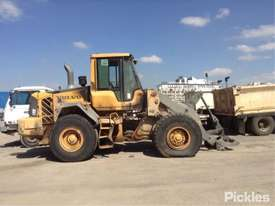 2010 Volvo L90F - picture7' - Click to enlarge