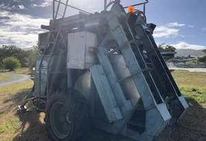 Grape Harvester Nairn 680 LE Tow behind Harvester