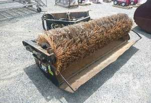 CATERPILLAR BA18 Skid Steer Broom