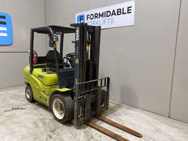 Clark GTS30D Diesel Counterbalance Forklift - picture1' - Click to enlarge