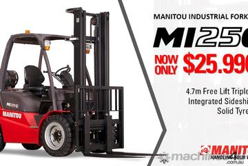 Manitou MI25G forklift - 4.7m triplex container mast with sideshift