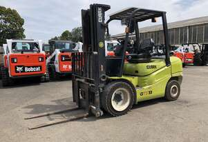 Container Access Robust 3.3t LPG CLARK Forklift