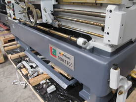 � 560mmm Swing Centre Lathe, 80mm Spindle Bore, Taiwanese - picture7' - Click to enlarge