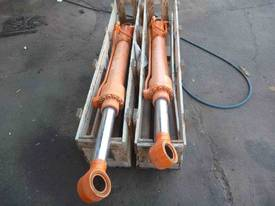 HYDRAULIC RAMS X 2/ 1METRE STROKE, - picture1' - Click to enlarge