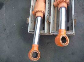 HYDRAULIC RAMS X 2/ 1METRE STROKE, - picture2' - Click to enlarge