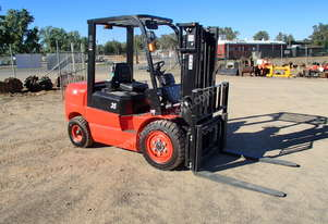 Redlift   CPCD35T3 Fork Lift