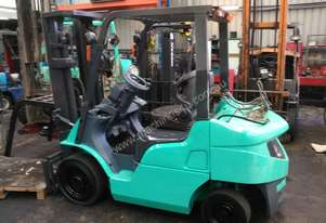 Mitsubishi Forklift 2.5 Ton 4.7m Lift Container Entry  Fresh Paint