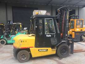 5T Counterbalance Forklift - picture0' - Click to enlarge