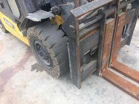 5T Counterbalance Forklift - picture1' - Click to enlarge